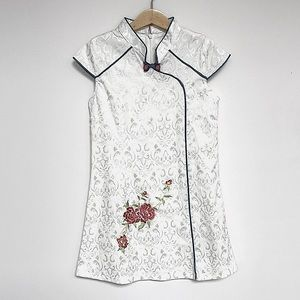 Traditional Chinese Girls Dress with Embroidery